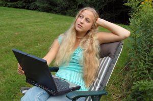 Amit az otthonról is végezhető internetes munkáról tudni érdemes