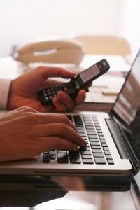 Online munka: általában paypal- on fizetnének!