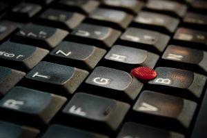 Az internetes cikkírás is egy online munka!